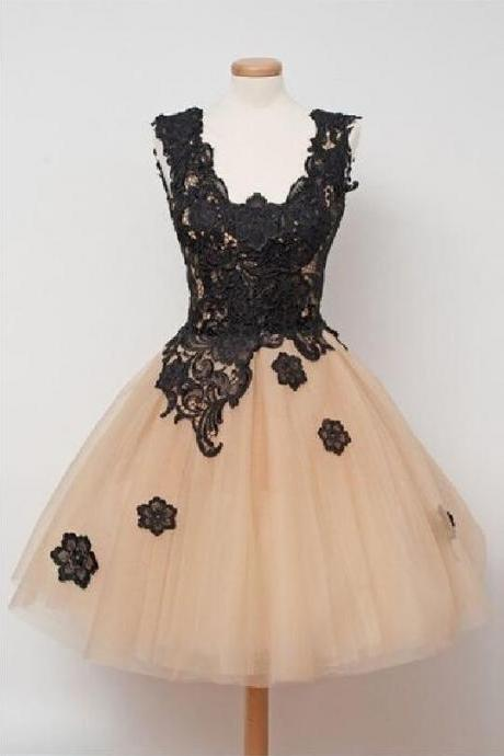 Champagne Short Tulle Homecoming Dresses black Appliques V-neckline